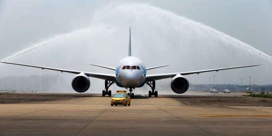 Un Boeing 787 Dreamliner à son arrivée à l'aéroport de Guangzhou, le 2 juin 2013.