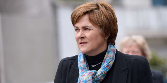 La maire EELV de Montreuil, Dominique Voynet, a annoncé lundi qu'elle ne briguerait pas en 2014 un nouveau mandat à la tête de cette ville populaire de la banlieue est de Paris, dans une lettre transmise à l'AFP par son cabinet.