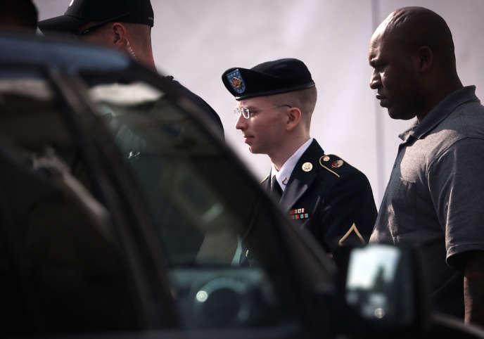 Bradley Manning, à sa sortie de la cour martiale de Fort Meade (Maryland), le 3 juin.