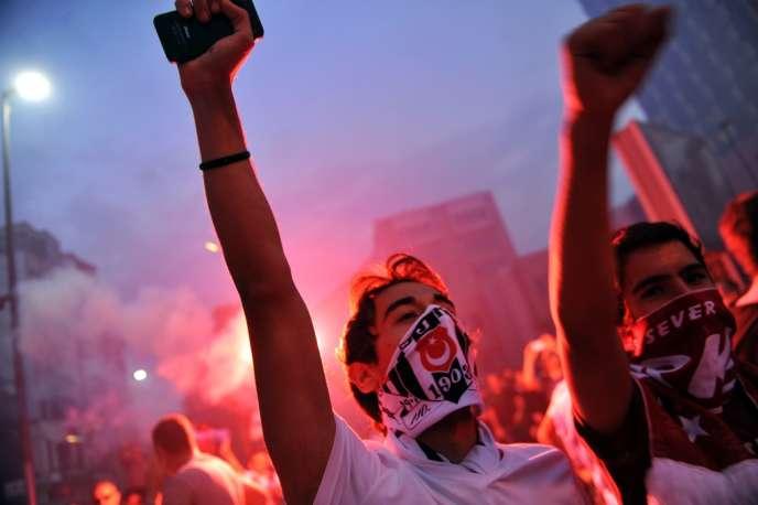 Mardi 4 juin, des milliers de manifestants ont repris la place Taksim, d'où la contestation a démarré, vendredi 31 mai.
