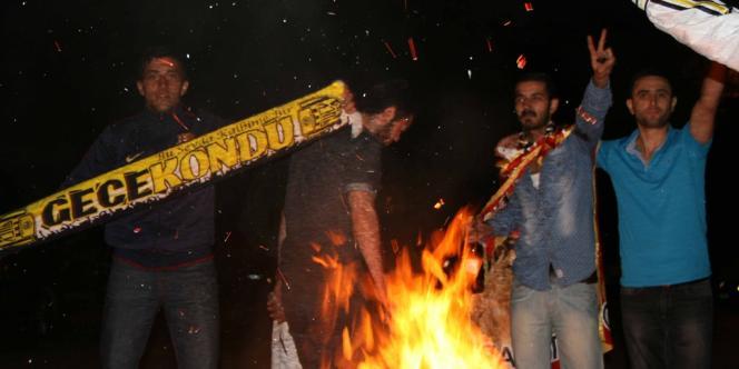 Dans les rues d'Ankara, lundi soir.