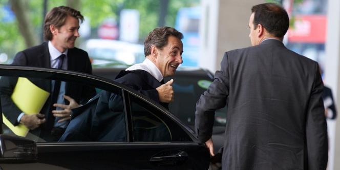 Nicolas Sarkozy a rencontré le premier ministre britannique David Cameron au 10 Downing Street, à Londres, lundi 3 juin.