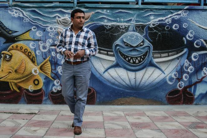 Sedat Türk, 35 ans, propriétaire d'un restaurant panoramique dans les hauteurs de Kecuran, serre les poings et menace, à l'idée que les manifestants s'avisent de casser ne serait-ce qu'une vitrine dans sa ville :  « Je me défendrai », dit il.