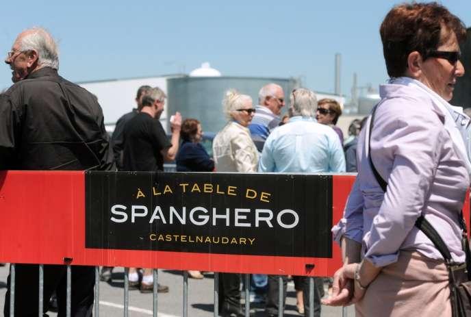 Le comité d'entreprise de Spanghero, menacée de fermeture à cause du scandale de la viande de cheval, examinait, vendredi 28 juin, les deux offres de reprise de la société.
