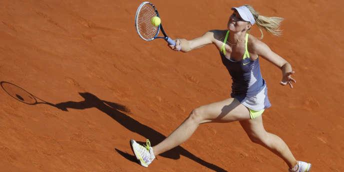 La Russe Maria Sharapova, victorieuse dans la douleur (0-6, 6-4, 6-3) de la Serbe Jelena Jankovic à Roland-Garros, mercredi 5 juin.