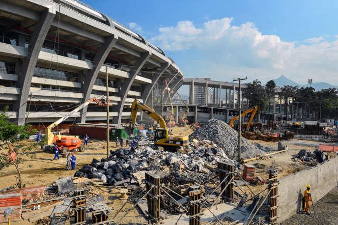 Le nouveau stade Maracana à Rio, toujours en chantier, a rouvert le 2 juin pour un match amical avant la Coupe des confédérations (du 15 au 30 juin).