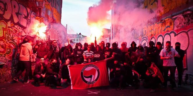 Des membres du groupe Action antifasciste Paris-banlieue, auquel appartenait Clément Méric, en état de mort cérébrale à la suite d'une rixe avec des skinheads.