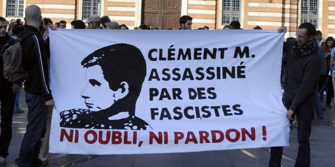 Plusieurs personnes se sont réunies à Toulouse sur la place du Capitole en hommage à Clément Méric, jeudi 6 juin.