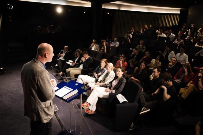 Serge Michel, grand reporter au Monde et à l'initiative de Monde Académie, a ouvert la cérémonie de remise des prix, 7 juin 2013.