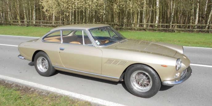 Une Ferrari 330 GT 1964.