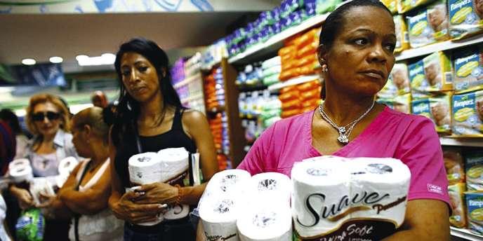 Selon le dernier rapport de la banque centrale, 70,8 % des supermarchés de Caracas étaient fin août en rupture de stock de papier toilette.