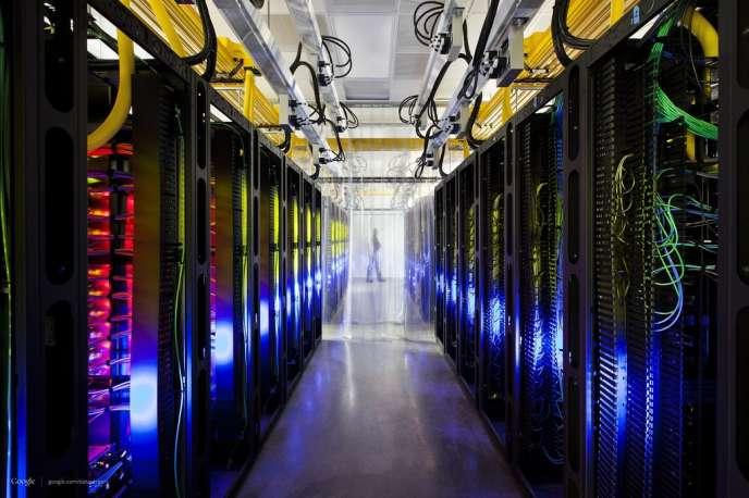 Des routeurs et des commutateurs réseau appartenant à Google à Council Bluffs, dans l'Iowa.