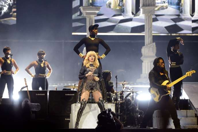 Rihanna au Stade de France, le 8 juin 2013.