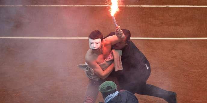Un opposant au mariage pour tous, arrêté le 9 juin sur le court central lors de la finale.