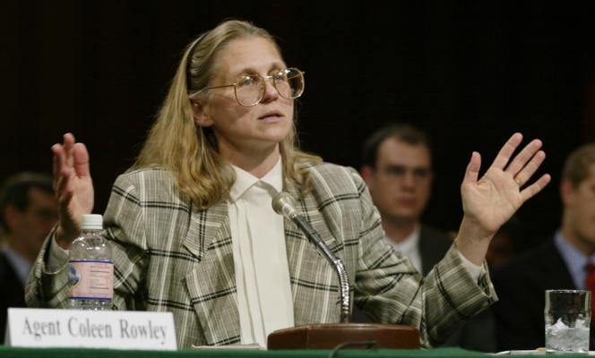 Coleen Rowley témoigne devant le comité judiciaire du sénat, en 2002.