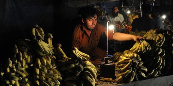 La banane connaîtra deux circuits. Le physique, par cargo, du pays producteur vers son pays de consommation, et le virtuel, par facture, qui transitera auparavant par les îles Caïmans, le Luxembourg, l'île de Man, l'Irlande... et Jersey.