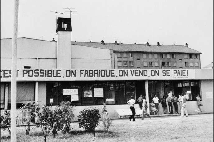 En août 1973, après l'évacuation de l'usine par les forces de l'ordre, les salariés de Lip s'installent au gymnase Jean Zay de Palente, prêté par le maire.