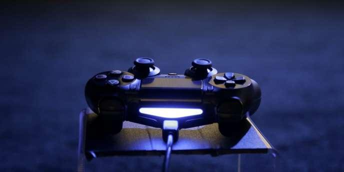 La manette de la PS4.