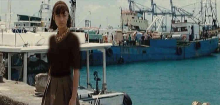 Lorsqu'une scène ne peut être supprimée sans nuire à la compréhension d'un film, la censure n'hésite pas à incruster des vêtements sur l'image.