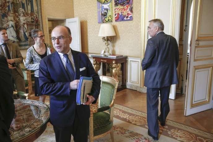 Bernard Cazeneuve et Jean-Marc Ayrault à Matignon, le 12 juin 2013.