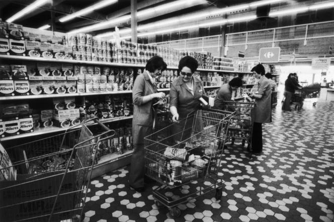 Hypermarché à Ecully (Rhône) en 1973.
