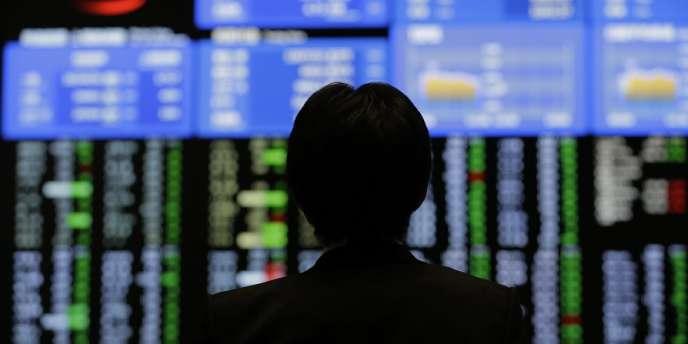 L'indice Nikkei s'établissait à 12 587,40 points après être descendu à 12 415,85 en cours de séance matinale.