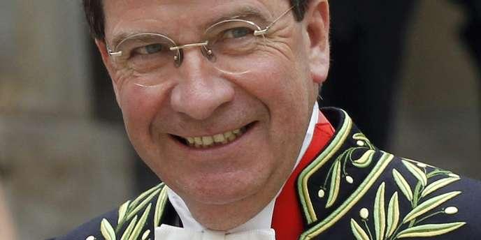 L'ancien ministre de l'éducation nationale, Xavier Darcos, a été élu jeudi 13 juin à l'Académie française au fauteuil de Pierre-Jean Rémy
