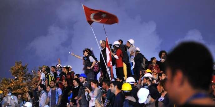 Des manifestants dans le parc Gezi d'Istanbul, le 13 juin 2013.