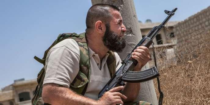Un rebelle syrien, dans le sud de la Syrie.