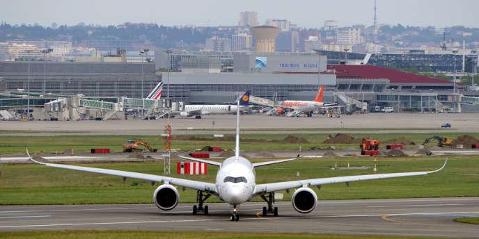 Le nouvel Airbus A350 à l'aéroport de Toulouse-Blagnac, le 11 juin.