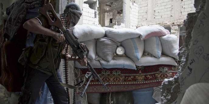 Un combattant rebelle à Deir al-Zor, le 14 juin.
