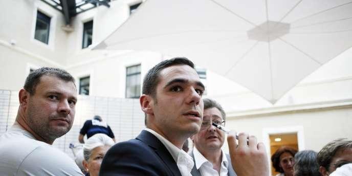 C'est donc un duel entre le porte-drapeau de l'UMP et un jeune candidat frontiste de 23 ans, Etienne Bousquet-Cassagne, auquel sont conviés les électeurs de Villeneuve-sur-Lot et des campagnes avoisinantes.