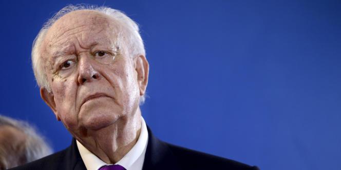Le président du groupe UMP au Sénat et maire de Marseille Jean-Claude Gaudin aurait « encaissé 24 000 euros en six chèques ».