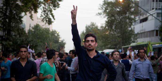 Des partisans du nouveau président Rohani célèbrent sa victoire le 15 juin à Téhéran.