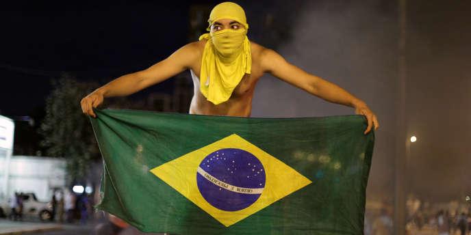 Un protestant à Belo Horizonte, le 17 juin.