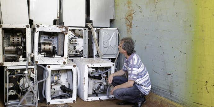 Rossano Ercolini, président du réseau Zero Waste Europe, dans le centre de collecte de Capannori, en Italie.