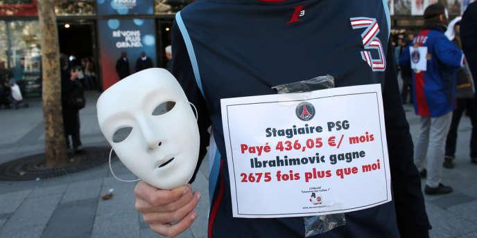 Action de sensibilisation du collectif Génération précaire à Paris, en 2012.