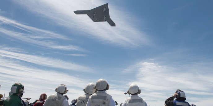 Un drone de combat X-47B lancé depuis le porte-avions