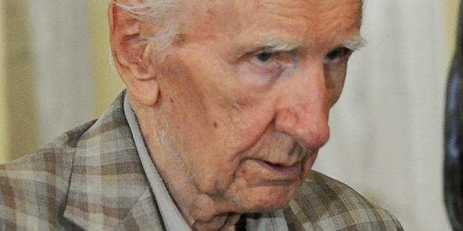 Le présumé criminel de guerre nazi hongrois Laszlo Csatary est mort à l'âge de 98 ans. Il était accusé d'avoir participé à la déportations de juifs au camp d'Auschwitz.