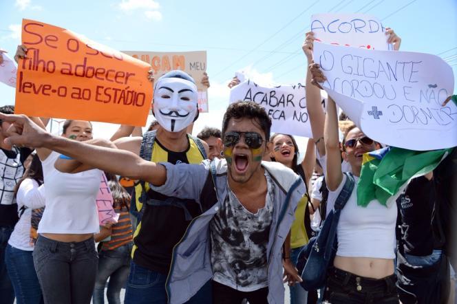 20 000 personnes ont défilées à Fortaleza le 19 juin, où des heurts violents ont eu lieu en marge du match Brésil-Mexique.