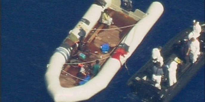 Image fournie par Frontex d'une embarcation de migrants érythréens interceptés par les forces maltaises, en aout 2009.