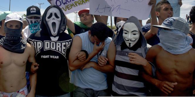 Des manifestants à Fortaleza, mardi 19 juin.