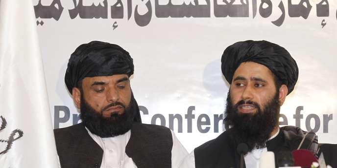 Mohammed Naeem (à droite), l'un des représentants des talibans afghans, à Doha le 18 juin.