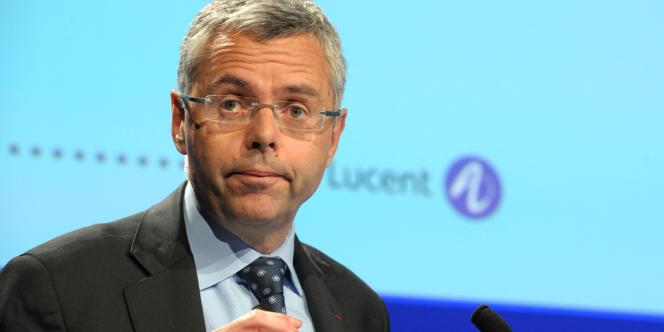 Michel Combes, PDG de l'équipementier télécoms, annonce que le plan social prévu en France concernera moins de 700 postes.