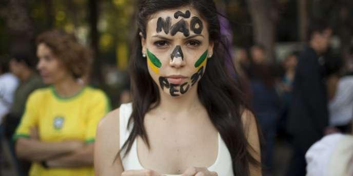Une manifestante de la communauté brésilienne de Mexico, le 18 juin.