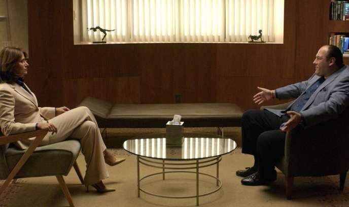 Lorraine Bracco (Dr Jennifer Melfi) et James Gandolfini (Tony Soprano) dans un épisode de la saison 4 des