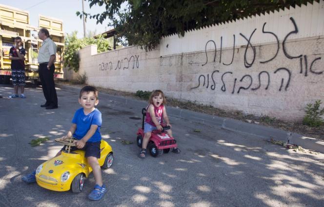 Des graffitis sur un mur à Abu Ghosh, le 18 juin :