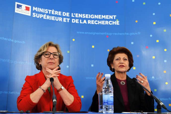 La ministre de l'enseignement supérieure Genevieve Fioraso et la commissaire européenne à l'éducation Androulla Vassiliou, le 19 mars à Paris. Le