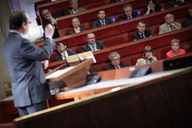 François Hollande parle devant la Grande Conférence Sociale au Conseil économique et social au Palais d'Iéna à Paris, le 20 juin.