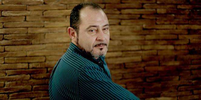 Juan Carlos Sevilla a ouvert en 2012 son restaurant sur le port de Tanger. Originaire de Valence, 44 ans, l'homme robuste n'était pas restaurateur mais chef de chantier dans une cimenterie.